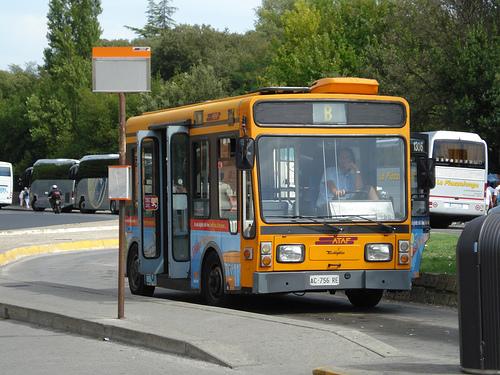 Bus by fairbrandi